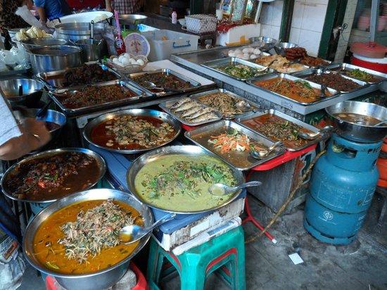 Metadee Resort and Villas: Market near the Grand Palace