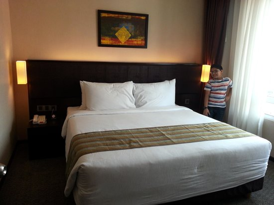 Furama Bukit Bintang: The comfortable queen size bed