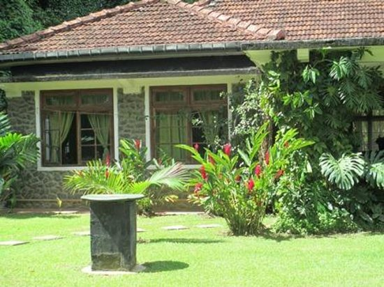 The Kandyan Manor: view of the house from the garden
