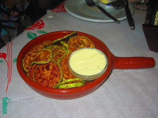 Oasis : fried zuccini and garlic hummus