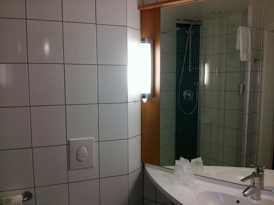 Отель Ibis Kaunas Centre: bath room