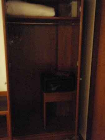 KC Place City Center: Cupboard With Deposit Box And Hanger