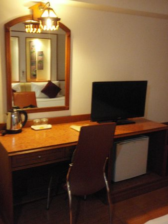KC Place Hotel Pratunam: LCD TV With Table And Fridge