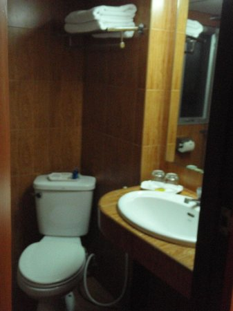 KC Place Hotel Pratunam: Next To Shower Area Within The Same Toilet