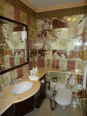 Art Deco Hotel Imperial: Bathroom - I'd do it differently myself!