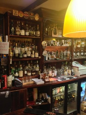The Tavern at Strathkinness : Just some if the lovely whiskey on offer
