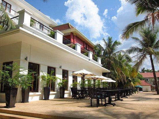 Lotus Blanc Resort: Hotel building