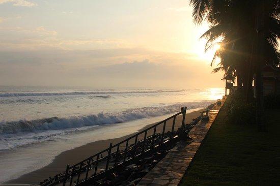 Victoria Hoi An Beach Resort & Spa: Hotel beach