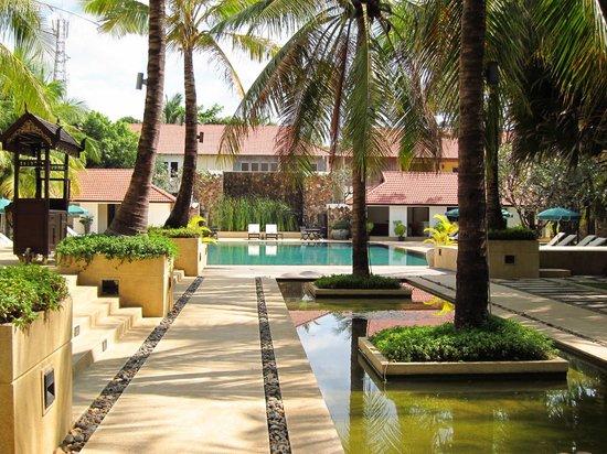 Lotus Blanc Resort: Pool