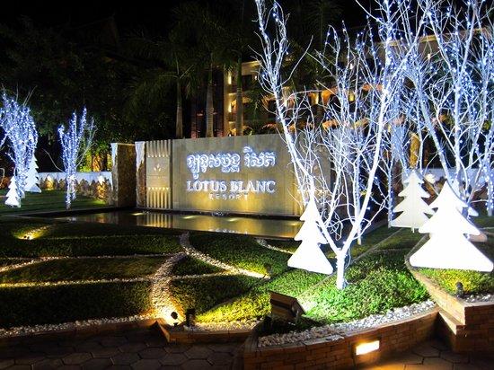 Lotus Blanc Resort: Hotel Entrance