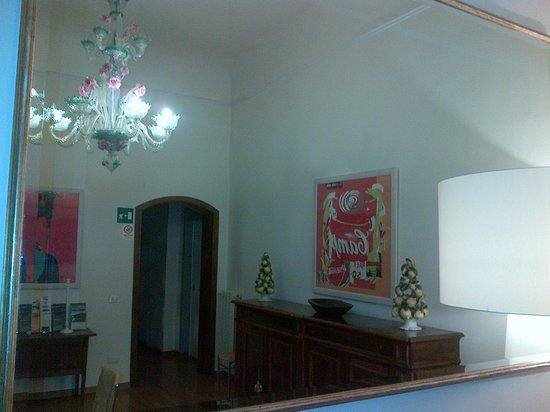 soggiorno allo specchio - Foto di Soggiorno Rondinelli, Firenze ...