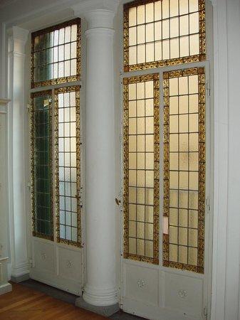 Soggiorno Rondinelli: vetrata fronte letto