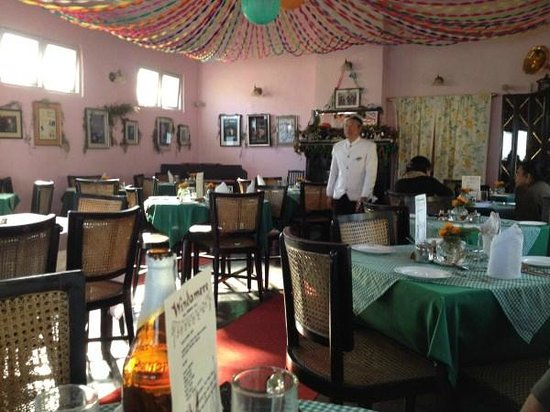 Windamere Hotel: The ding room with gloved waiter