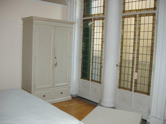 armadio e vetrata fronte letto - Picture of Soggiorno Rondinelli ...