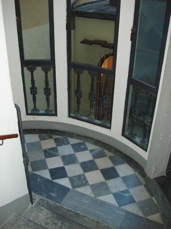 ingresso, scale - Picture of Soggiorno Rondinelli, Florence ...
