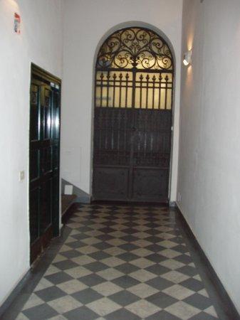 ingresso al b&b - Picture of Soggiorno Rondinelli, Florence ...