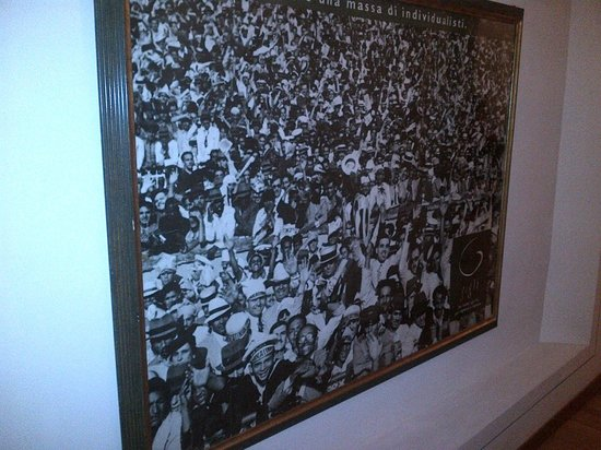 quadro lungo il corridoio alle camere - Picture of Soggiorno ...