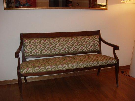 Soggiorno Rondinelli: divano