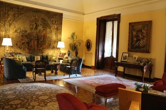 Villa Spalletti Trivelli: the Drawing Room and open bar
