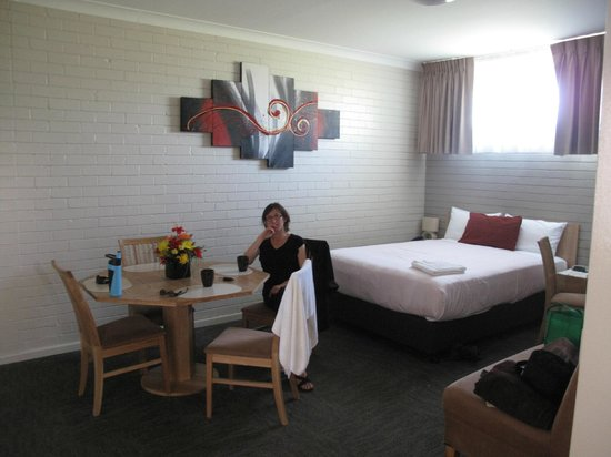 Best Western Endeavour Motel: roomy suite