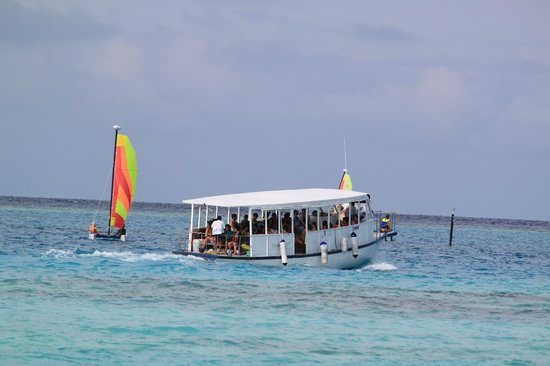 Club Med Kani: Snorkelling boat fully loaded with guests