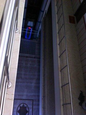 Hotel Maharaja Residency : Looking down from top floor