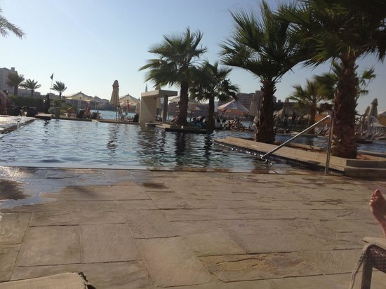 Fairmont Bab Al Bahr: Pool area nice