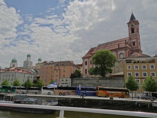 Hotel König von der Donau aus