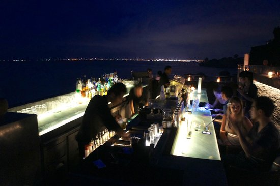 AYANA Resort and Spa Bali: Rock Bar