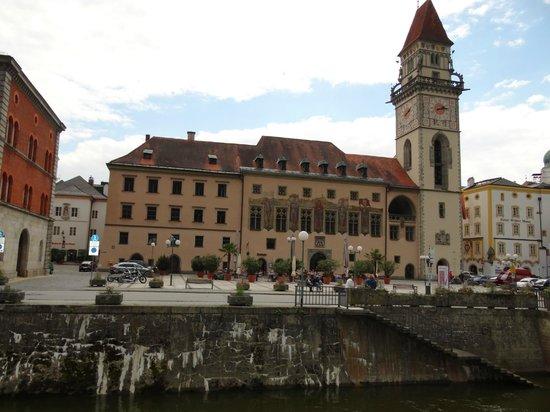 Hotel König: von der Donau gesehen