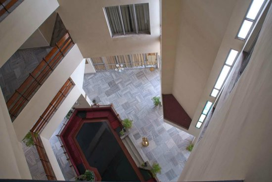 Chaithram Hotel: View of lobby from top