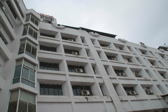 Chaithram Hotel: View from parking area