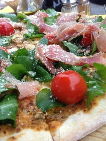 Bella Napoli: Fresh quality ingredients...a taste explosion in your mouth
