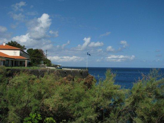 Albatroz Beach & Yacht Club: Blick vom Garten aufs Hotel