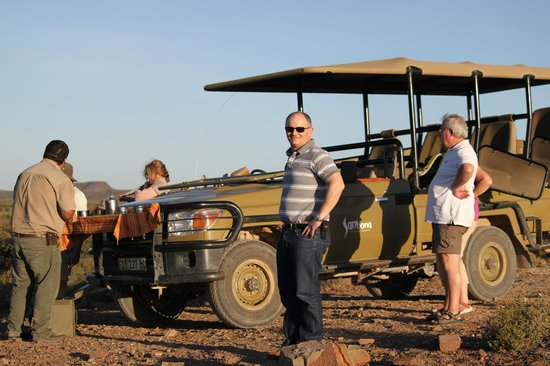 Sanbona Wildlife Reserve - Tilney Manor, Dwyka Tented Lodge, Gondwana Lodge: Sundowners after the evening game drive