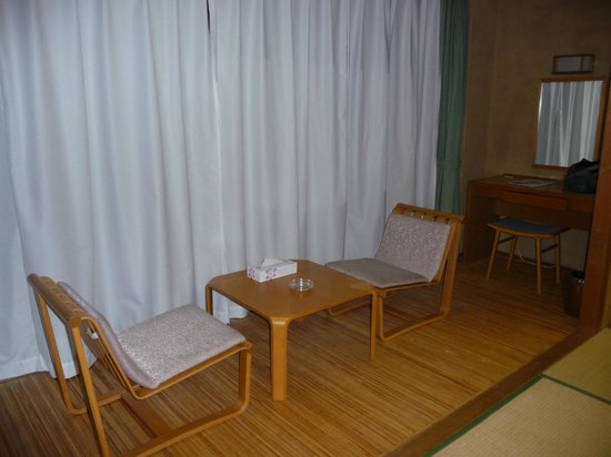 Hotel hakone Powell: Eating area next to tatami floor