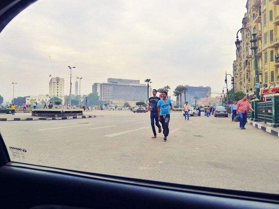 Liberation Square (Midan El-Tahreer): passing through Tahrir Square