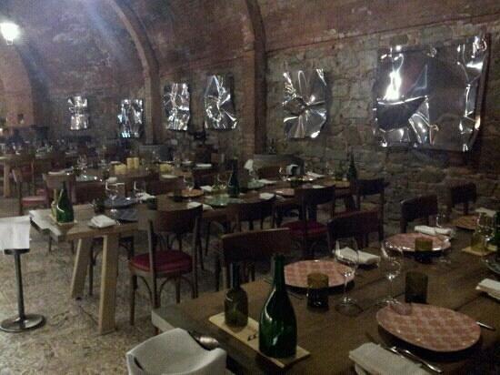Castel Monastero: cantina restaurant