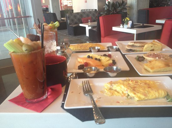 HotelRED: Breakfast and bloody Mary goodness!