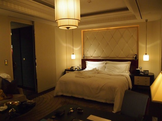 The Peninsula Shanghai: Spacious Room