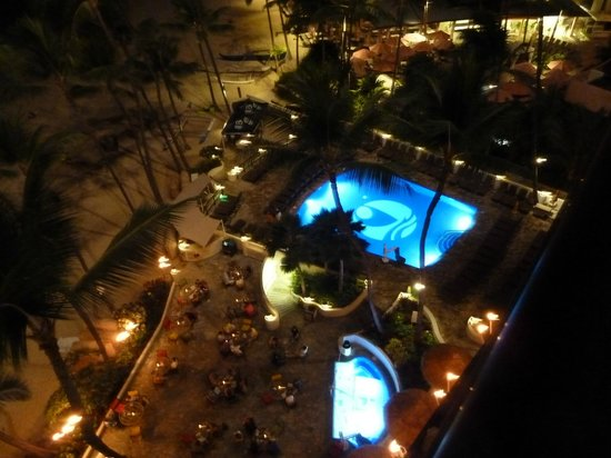 Outrigger Waikiki Beach Resort: View at night