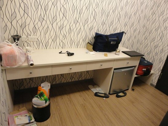 New Stay Inn: New Inn Stay   Mini Fridge + Table