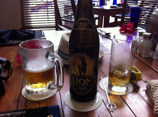 Eden Resort & Spa: Beer and Arrack at Chameleon Cafe