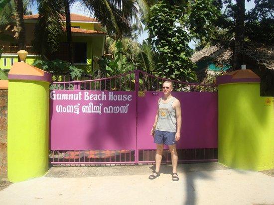 Gumnut Beach House Homestay : Entrance/ gates
