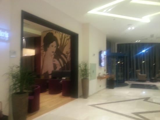 DoubleTree by Hilton Hotel Oradea: bar