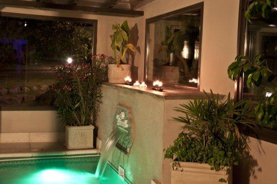 La Guarida Hotel: Pileta cubierta climatizada