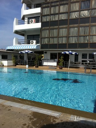 Hua Hin Blue Wave Beach Resort: poolen