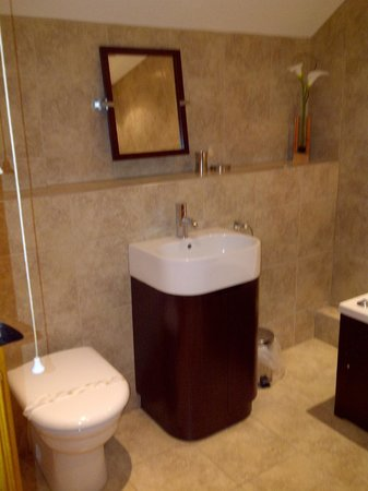 Tilford Woods Lodge Retreat: Lovely clean bathroom