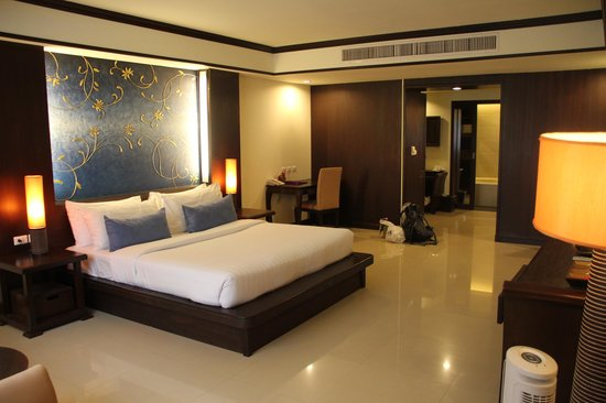 Khaolak Orchid Beach Resort: Main bed room in the Orchid Familie Suite