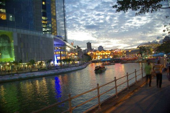 Park Hotel Clarke Quay: River outside the Hotel